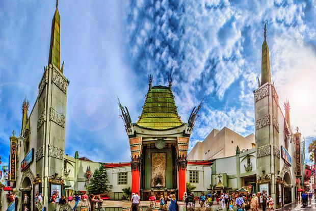 Grauman's_Chinese_Theater_Panorama
