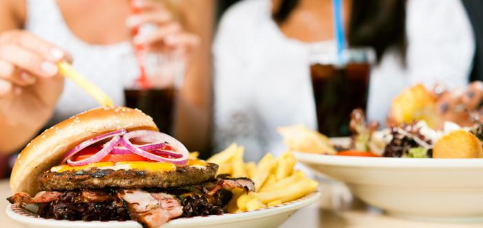 shutterstock_eatingburgersEFM