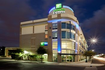 Holiday Inn Express San Antonio Rivercenter Area