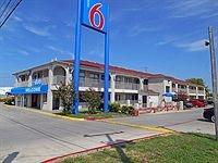 Motel 6 San Antonio-Splashtown