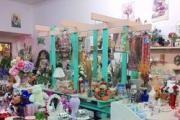 A Rialto Flower & Gift Shop logo