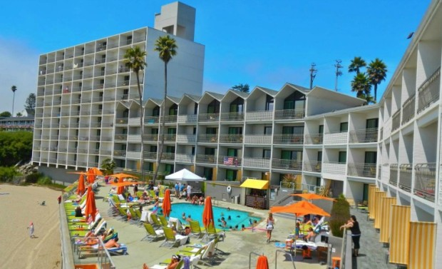 Santa Cruz Hotels Near the Beach